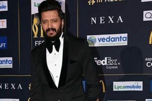 Riteish makes eco-friendly Ganesha idol, dedicates to farmers