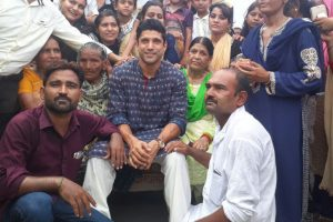 Farhan Akhtar met his cousins for the first time on his visit to Khairabad