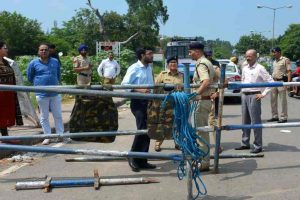 Police start evicting Dera followers; Army to be deployed in Panchkula