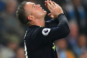 Premier League: Wayne Rooney hits double ton as Everton hold Manchester City
