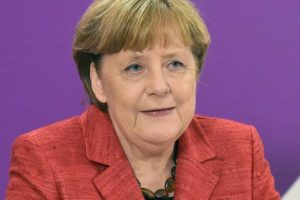 Merkel reaffirms target of 1 mn electric cars by 2020