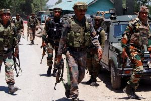 Militants attack security forces in Srinagar, 1 CRPF jawan injured