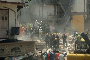 10 killed in Mumbai building collapse, 60 still trapped