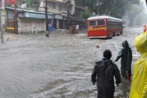 Heavy rains lash Mumbai, BMC on alert