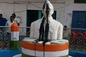 Netaji statue partly damaged & smeared with coal tar