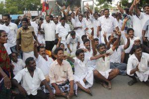 AIADMK protesters burn Dhinakaran's effigy in Puducherry