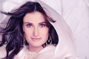 Wedding bells for Idina Menzel, Aaron Lohr