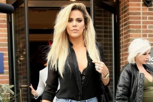Khloe Kardashian loves flaunting her arms