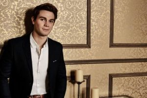 'Riverdale' star KJ Apa met with a car crash!