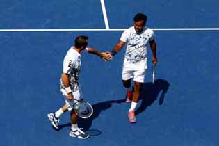 Paes-Stepanek triumph in style