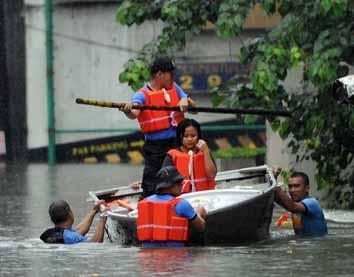 Heavy rains leave scores dead in Manila, Beijing