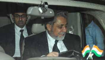 Pak panel examines witnesses