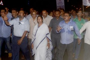 Mamata participates in candlelight vigil to condemn Lankesh's murder