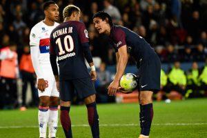 Diego Forlan slams Neymar over penalty spat