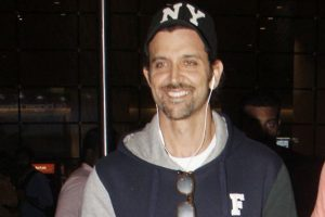 Unfazed by controversies, Hrithik Roshan smiles