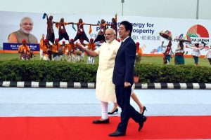 PM Modi, Shinzo Abe go on a roadshow