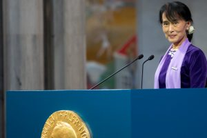 Canada's Trudeau urges Suu Kyi to end Myanmar violence