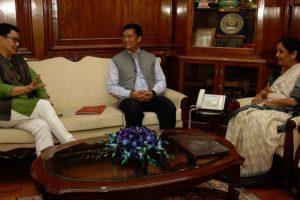 Arunchal CM calls on Defence Minister