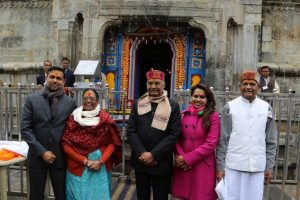 President Kovind offers prayers at Badrinath, Kedarnath