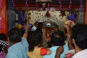 Thousands throng temples in UP on first day of Navratri