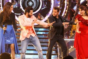Must Watch: Salman Khan, Varun Dhawan shake a leg on 'Chalti Hai Kya 9 se 12'