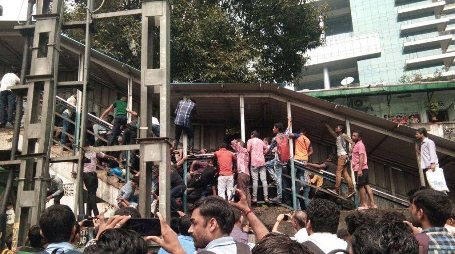 India, Elphinstone stampede, Accident