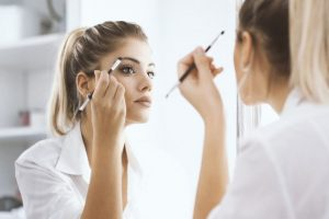 Tips on eye makeup for contact lens wearers