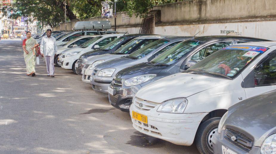 National Green Tribunal, banned parking, Sarojini Nagar market, Motor Vehicles Act, Chairperson Justice Swatanter Kumar, New Delhi Municipal Council, Delhi Traffic Police, investment