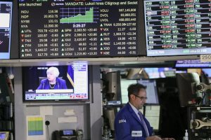 US stocks close higher amid tax reform speculation
