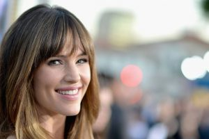 Jennifer Garner reads bedtime stories to her dog