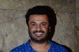 Vikas Bahl meets Anand Kumar's biography's writer
