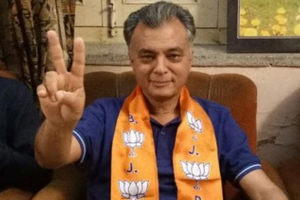 Cong veteran Sukh Ram and his minister son join BJP