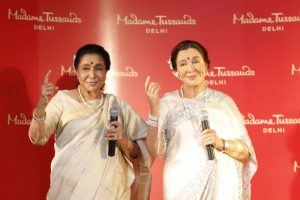 Asha Bhosle unveils her wax figure