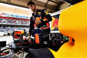 Red Bull chief confident of keeping Daniel Ricciardo