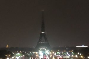 Eiffel Tower goes dark to pay tribute to Las Vegas victims