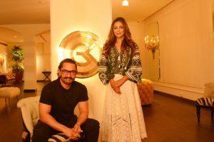 Gauri Khan plays a host to Aamir Khan at 'Gauri Khan Designs'