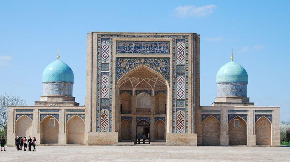 Uzbekistan government, Ziyorat, Hazrati Imam, Khoja Daniar, mausoleum, Hast Imam