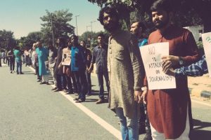 Journalists form human chain to protest rising violence against them
