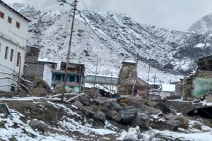 Heavy snowfall on Uttarakhand hills