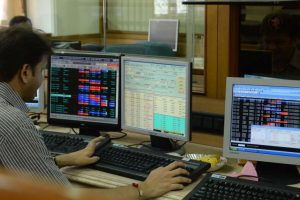 Flat note marks start of Monday trade