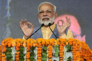 Modi seeks healthy media debate on democracy in political parties