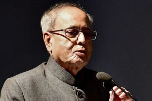 Delhi HC seeks response from Pranab Mukherjee on plea against his book