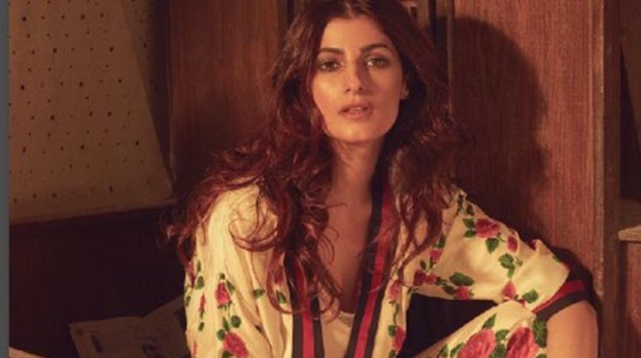 Twinkle Khanna respond to threat over Akshay Kumar's 'Rustom' uniform auction