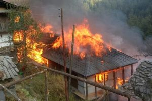 30 houses gutted as fire breaks out in village in Himachal