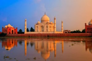 Visitor's ticket at Taj Mahal valid for 3 hours from 1 April