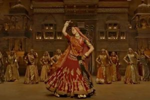 'Padmavati's first song 'Ghoomar': Deepika Padukone's explicit dance is spellbinding
