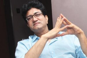 Degree of separation always exists when adapting a book: Prasoon Joshi
