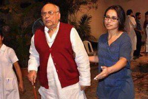 Bollywood attends prayer meet of Rani Mukerji's father