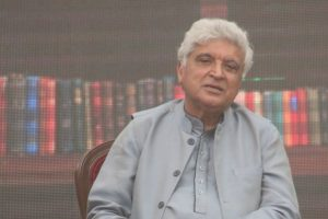Javed Akhtar schools netizens on Hindi, trolls hound him