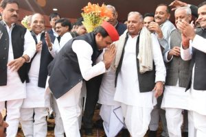 SP celebrates Mulayam Singh's 79th birthday, Shivpal skips event